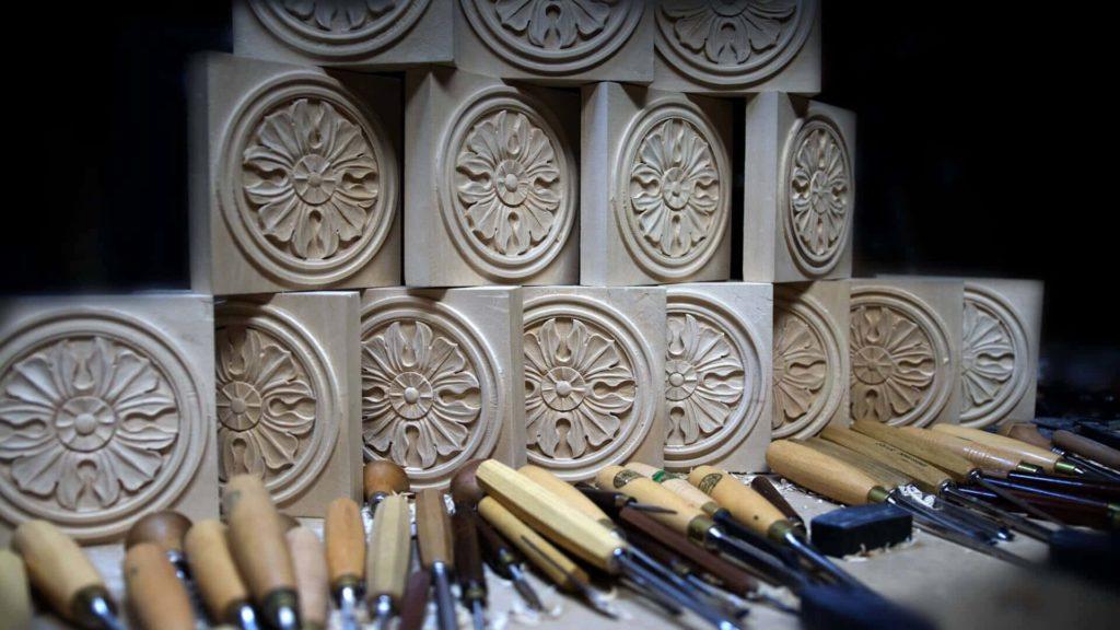 School of Woodcarving | Learn to carve Antique Style Rosette - Corner Block online woodcarving School https://schoolofwoodcarving.io #woodworking #woodcarving @grabovetskiy
